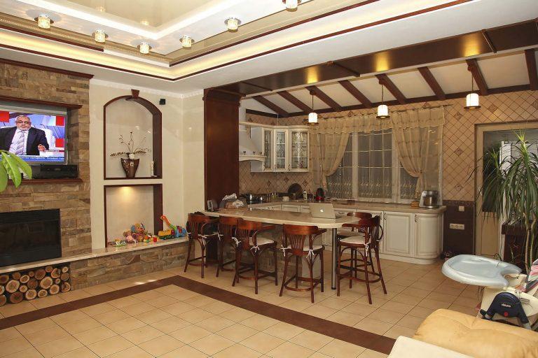Дизайн интерьера кухня-гостиная Козын